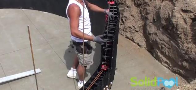 assemblage blocs piscine