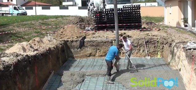 Immobilier travaux construire piscine en kit tapes for Construction de piscines