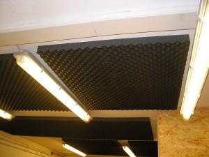 immobilier travaux insonoriser le plafond immobilier. Black Bedroom Furniture Sets. Home Design Ideas