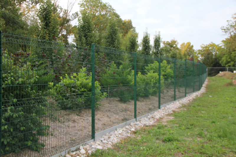 Immobilier travaux comment construire sa cl ture ou installer son grillage de jardin for Grillage et portillon de jardin