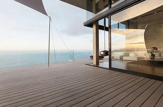 immobilier travaux r nover une terrasse en bois voici toutes les solutions. Black Bedroom Furniture Sets. Home Design Ideas