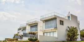 Résidence immobilière neuve composée de trois logements mitoyens
