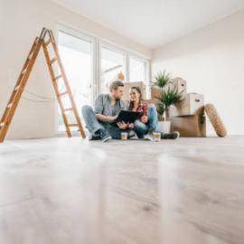 Couple en train de faire construire sa maison